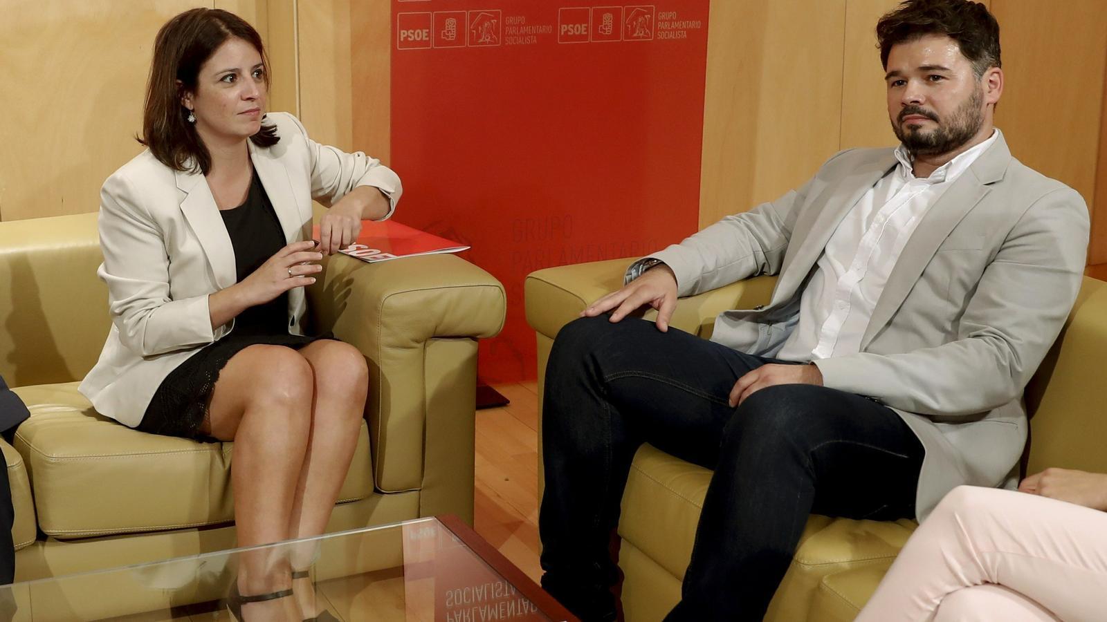 La portaveu del PSOE al Congrés, Adriana Lastra, durant la seva reunió de dimarts amb Gabriel Rufián.