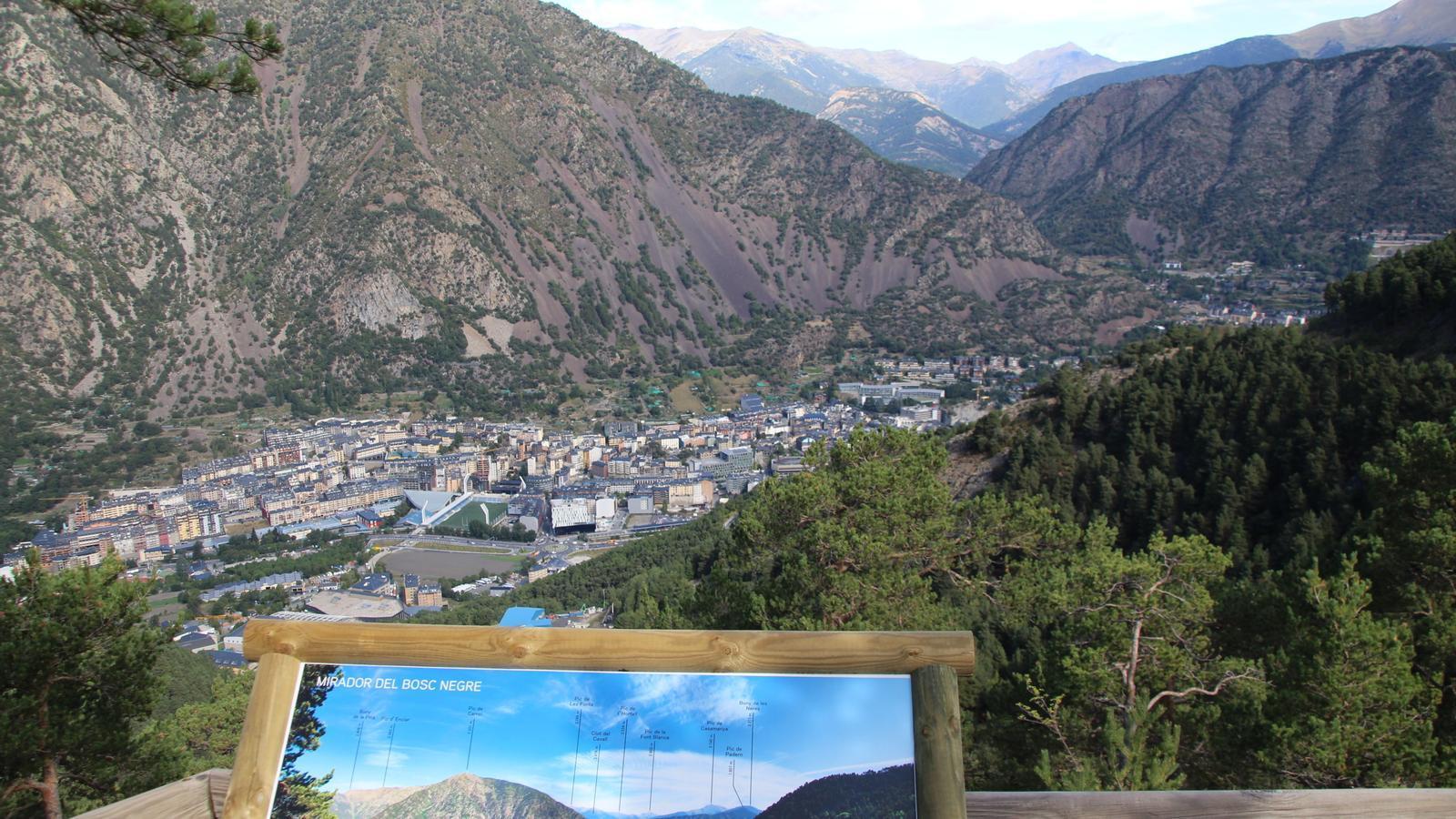 Imatge d'Andorra la Vella des del mirador del Bosc Negre. / A. S.