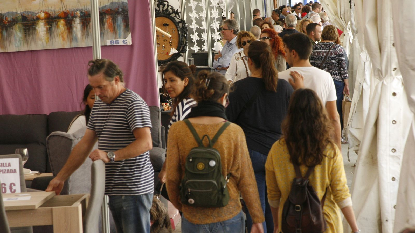 A l'envelat de la Mostra Llucmajorera, desenes d'empreses locals han ofert els seus productes.