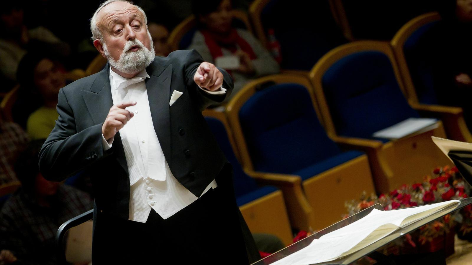 El compositor polonès Krzysztof Penderecki dirigeix l'Orquestra Simfònica Nacional de la Xina