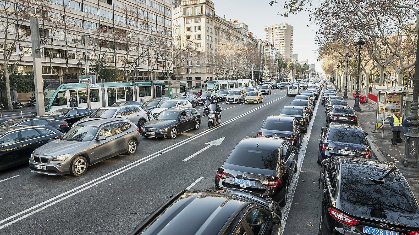 Cabify torna a Barcelona amb un 'truc' legal 34 dies després