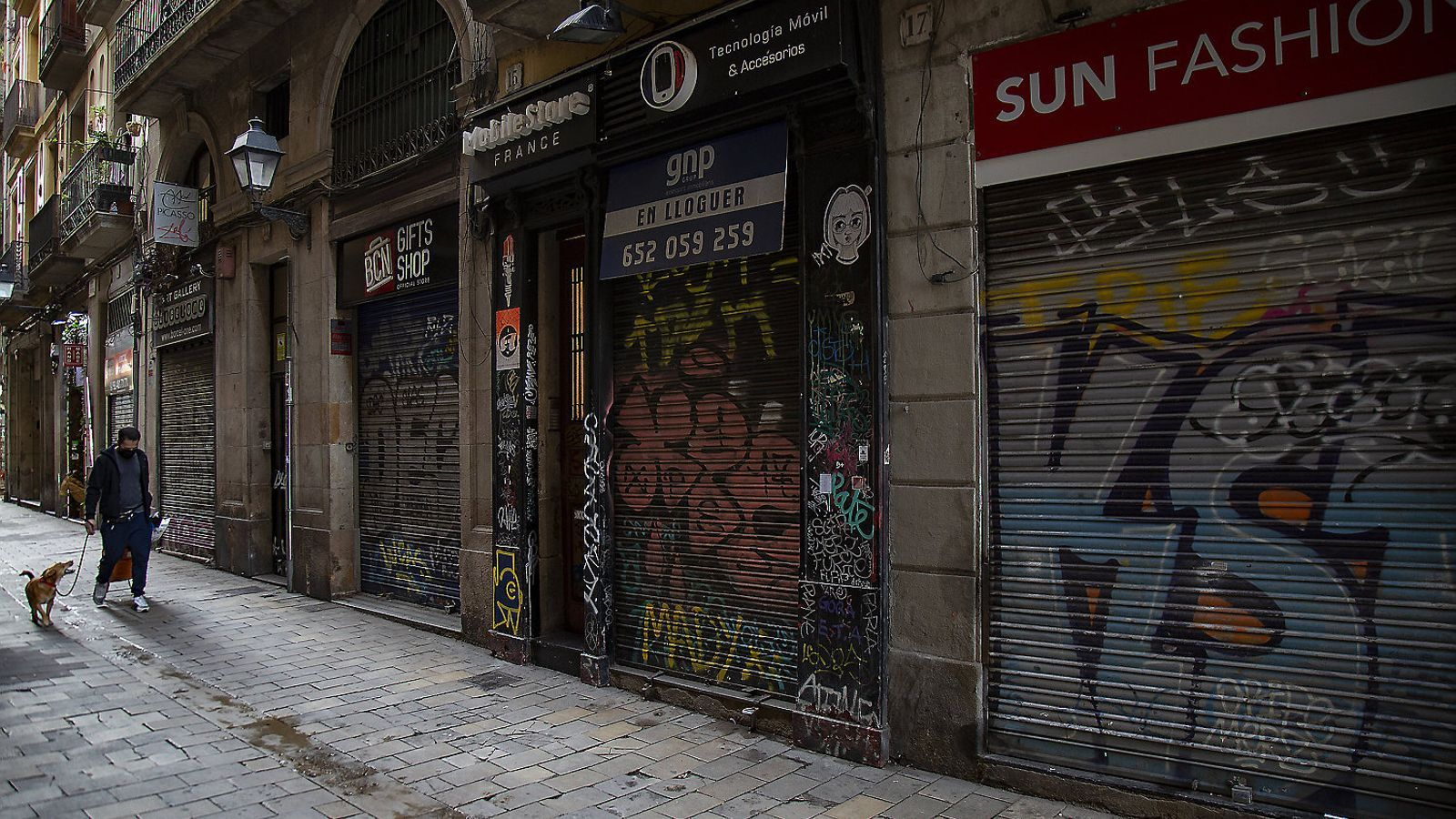 Locals tancats al centre de Barcelona  Durant la  Segona onada de la pandèmia.