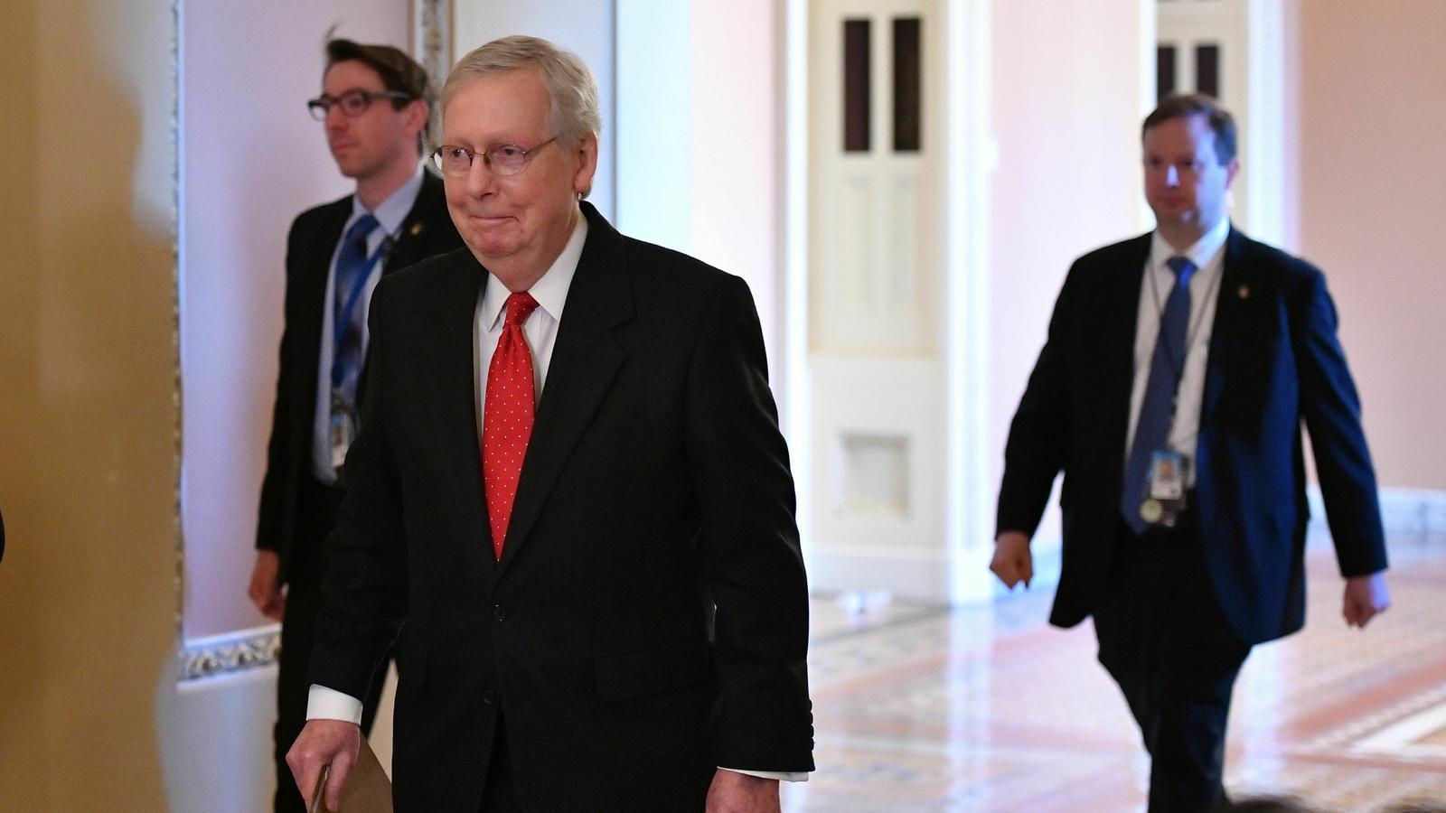 El portaveu dels republicans al Senat, Mitch McConnel, dicta les normes per a l'impeachment a la cambra alta i vol un procès sense testimonis.