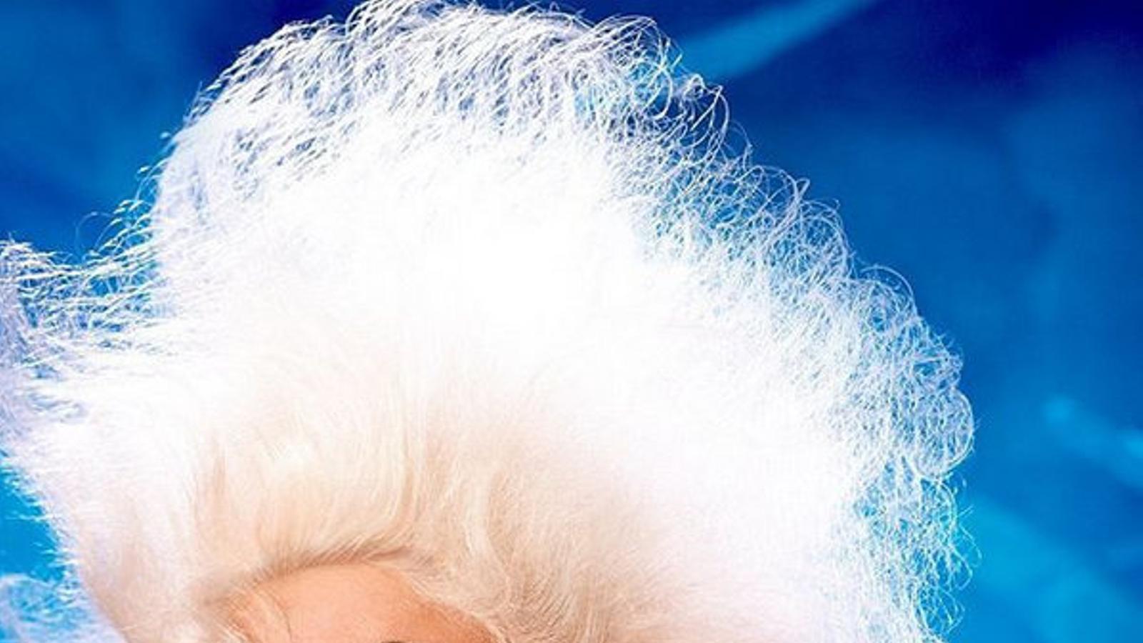 Divine es converteix en un reivindicatiu bolso de luxe Cabaret pop