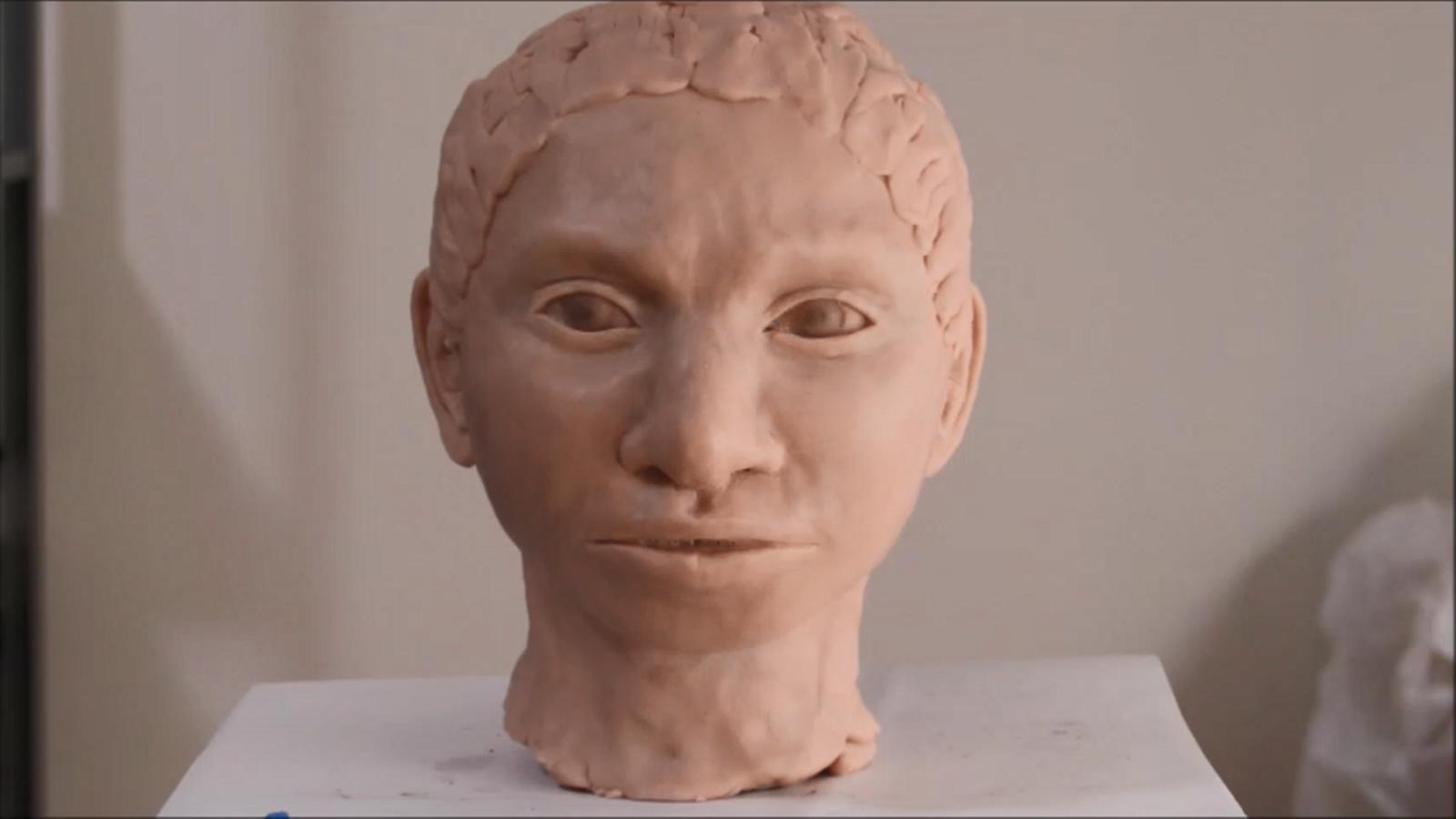 Vídeo de la creació de la reconstrucció de la nena denissovana.