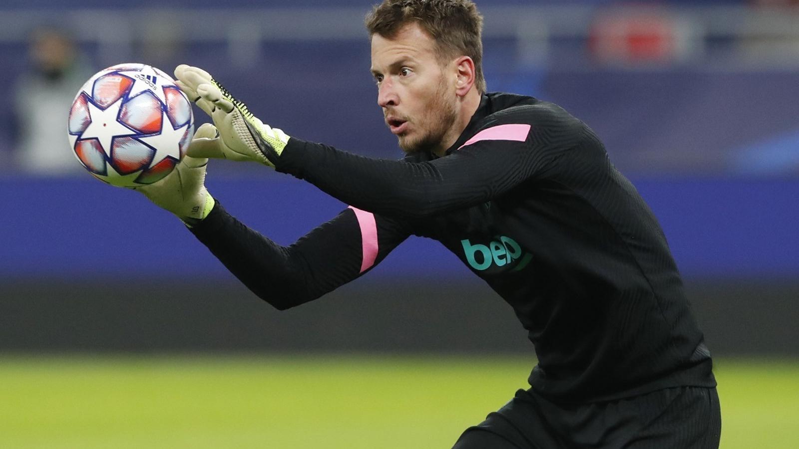 Neto, titular en el partit del Barça al camp del Ferencváros