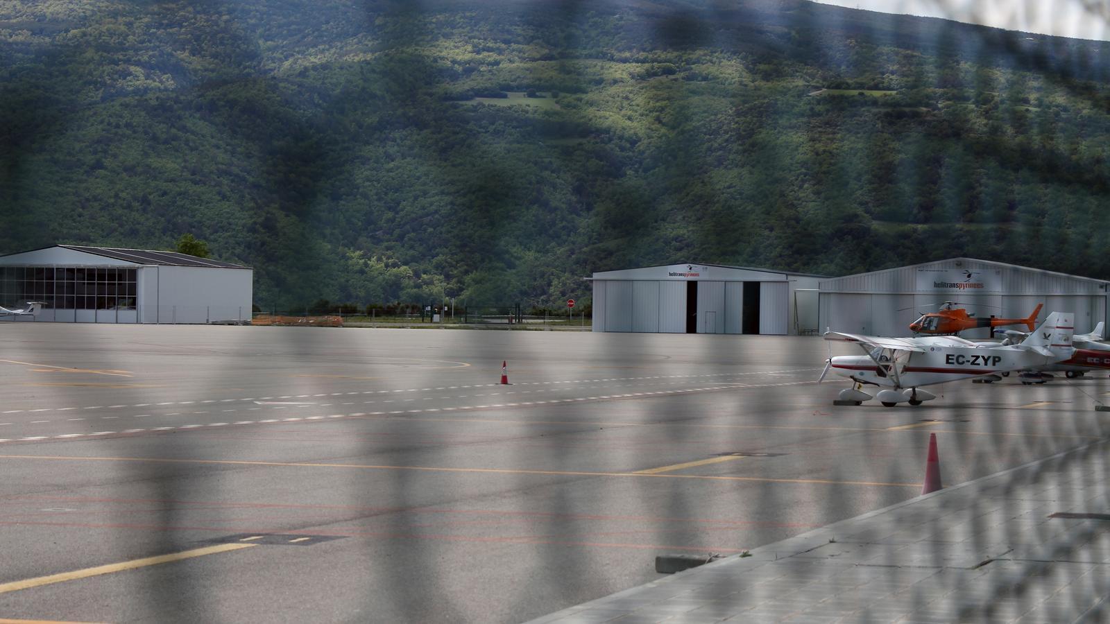 Una avioneta a l'aeroport d'Andorra-La Seu, en una imatge d'arxiu. / M. M. (ANA)