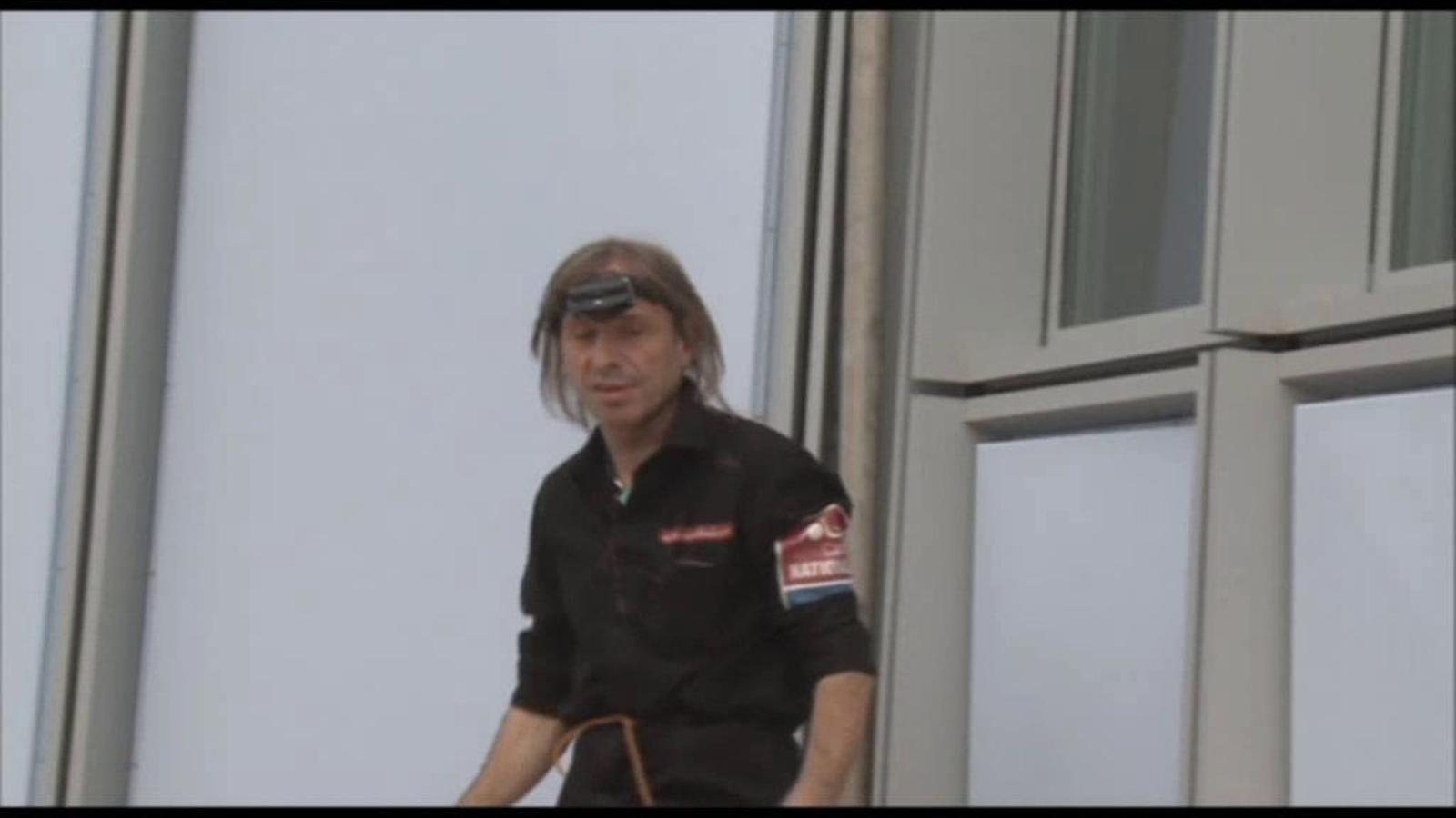 L''spiderman' francès escala el gratacel més alt de França