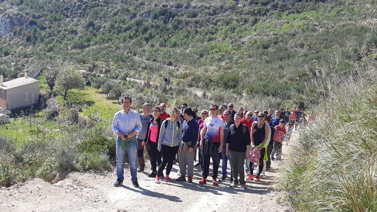 Excursió de membres del PP per terrenys d'Andratx.