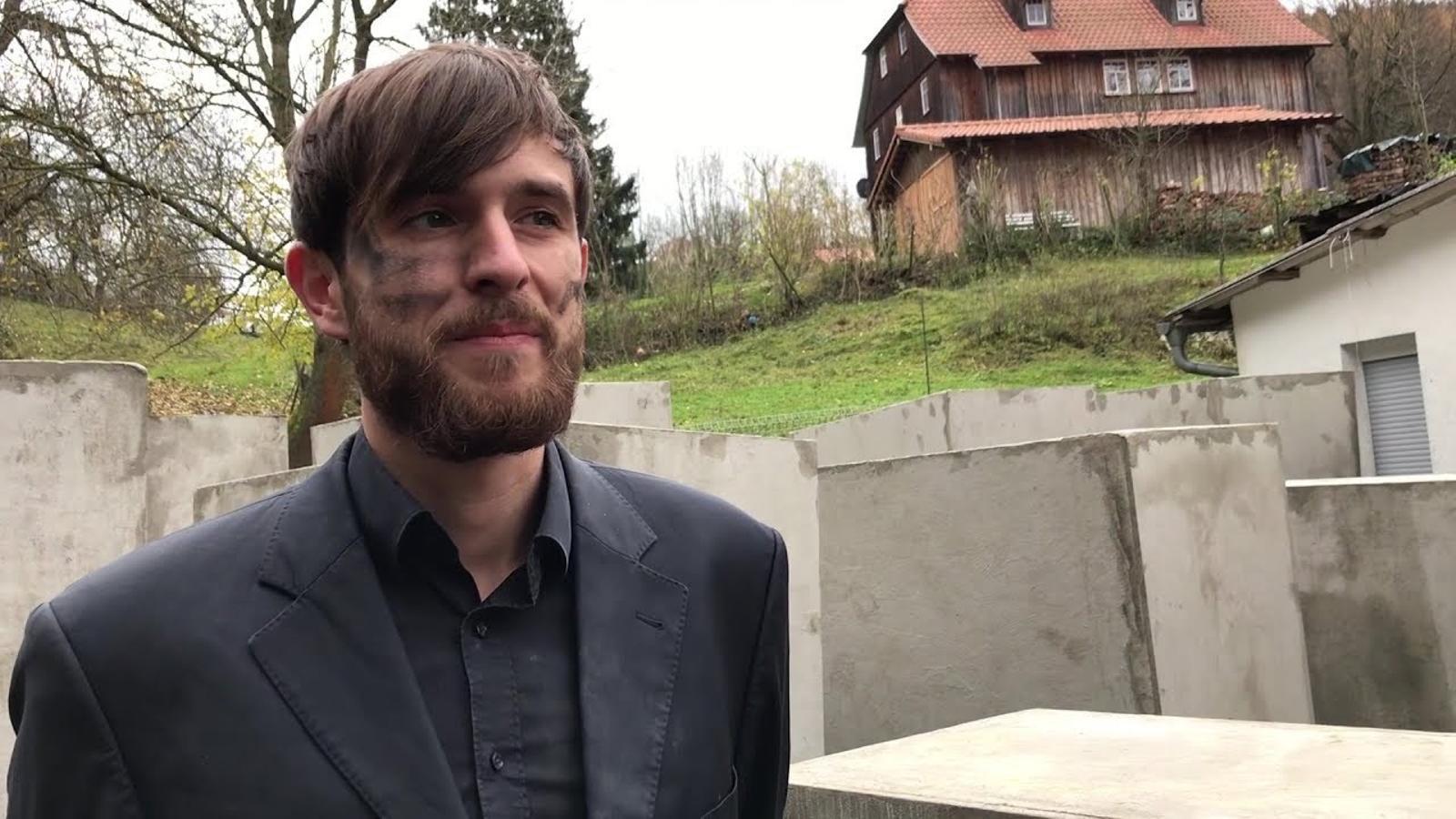 Un memorial de l'Holocaust davant la casa d'un líder de l'AfD