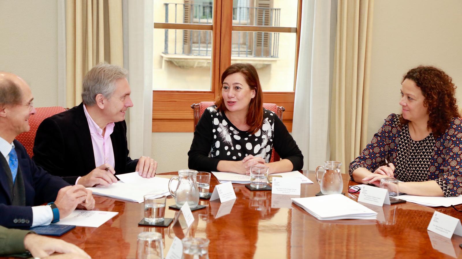 La presidenta Francina Armengol, la consellera Catalina Cladera i el president del Cercle d'Economia de Mallorca, José María Vicens