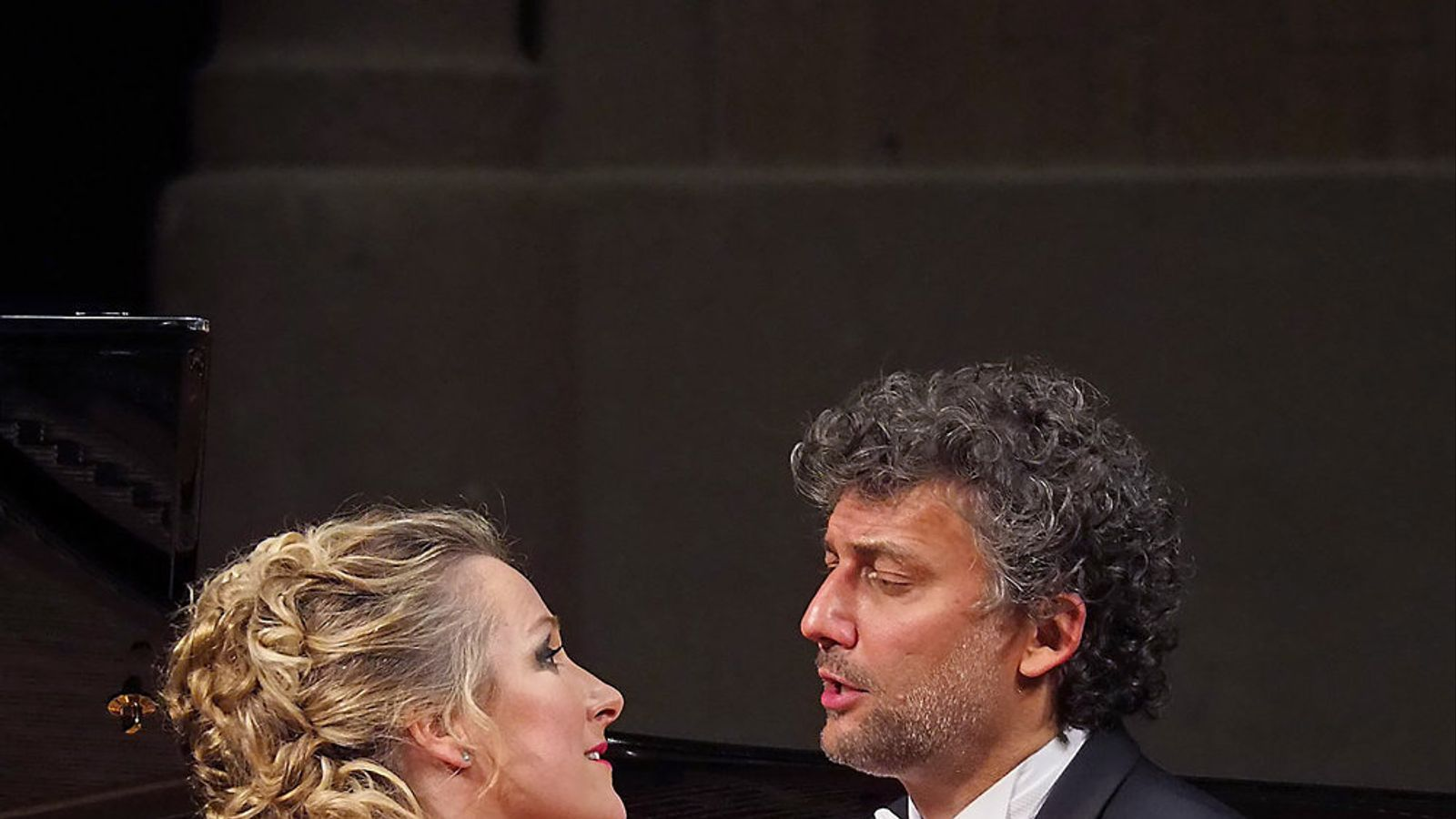 Damrau i Kaufmann van subratllar les seves interpretacions al recital del Palau de la Música amb una marcada teatralitat dels gestos.
