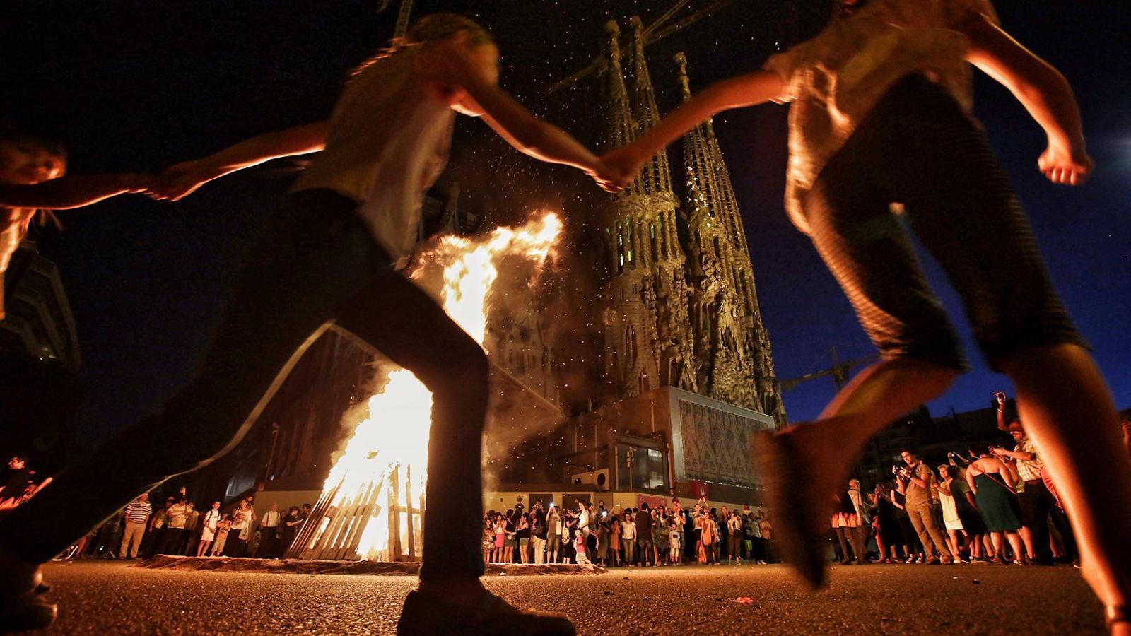 Les fogueres de Sant Joan  i la fi de la canalla