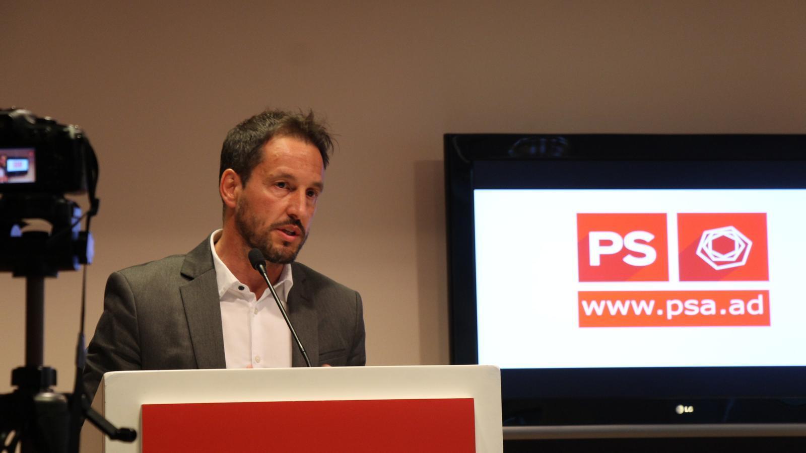 El candidat del PS a cap de Govern, Pere López, durant la roda de premsa que ha ofert aquest dilluns. / M. F.