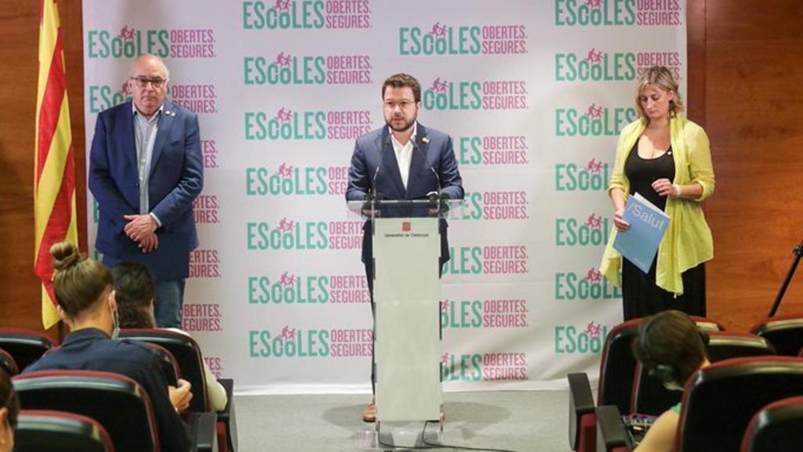 Un instant de la roda de premsa del vicepresident Aragonès i dels consellers Bargalló i Vergés