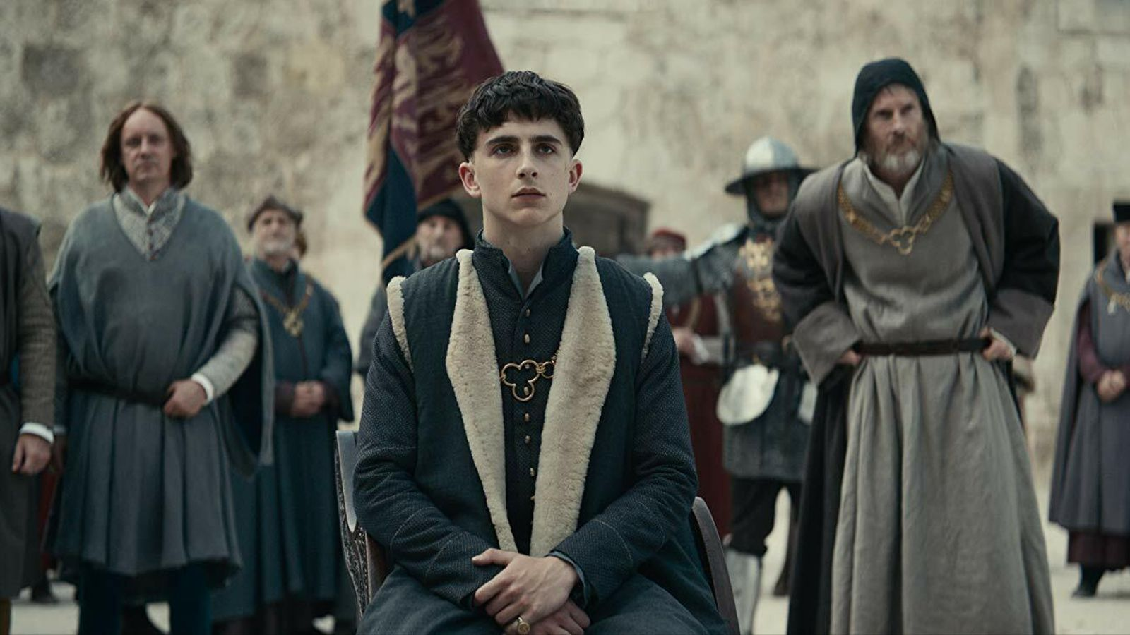 Timothée Chalamet és  Enric V a 'The King'