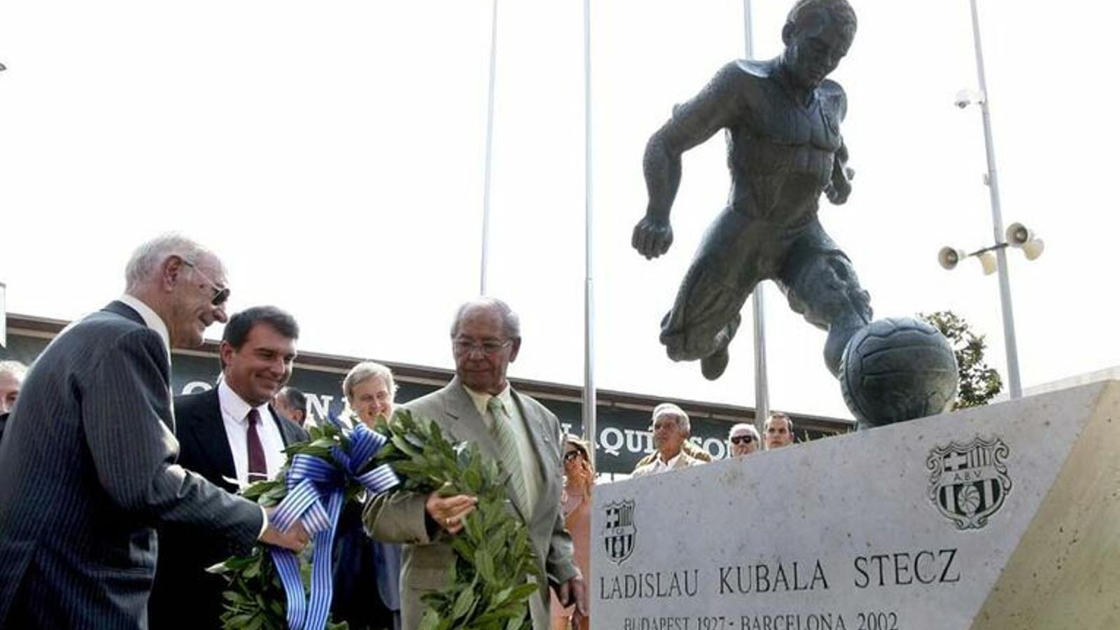 Johan Cruyff s'unirà aquest dilluns a una llarga llista de jugadors amb estàtua