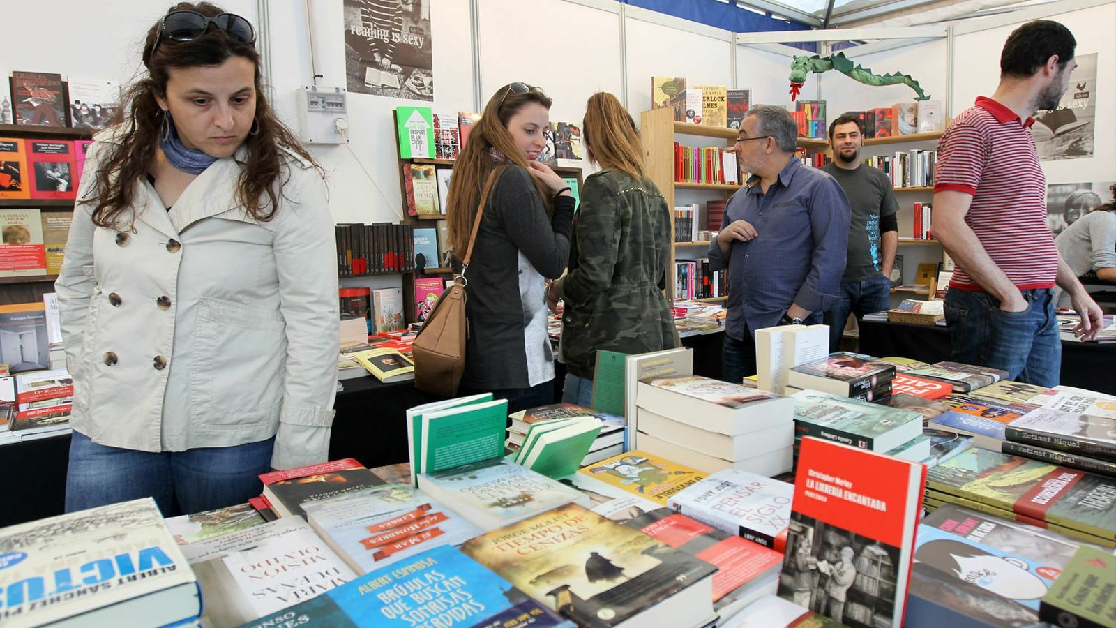 Només un 19% dels lectors habituals llegeix en català