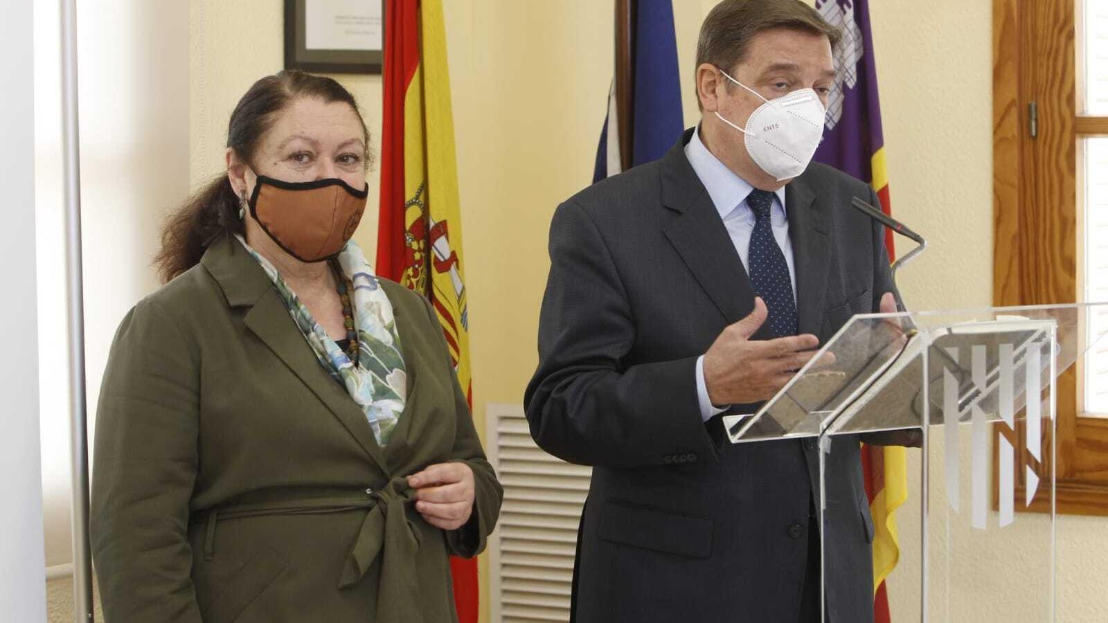 La consellera d'Agricultura, Mae de la Concha, amb el ministre Luis Planas