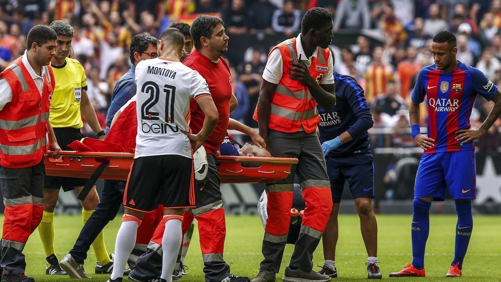 Andrés Iniesta es lesiona a Mestalla