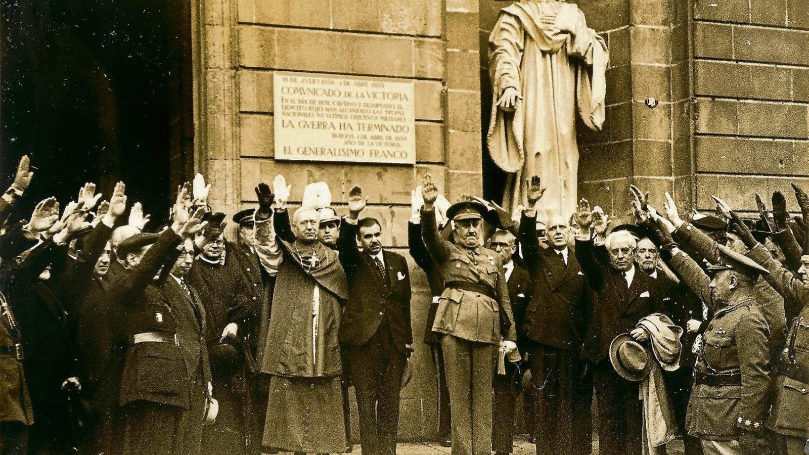 La depuració feixista: Franco entra a l'Ajuntament de Barcelona i expulsa 917 funcionaris