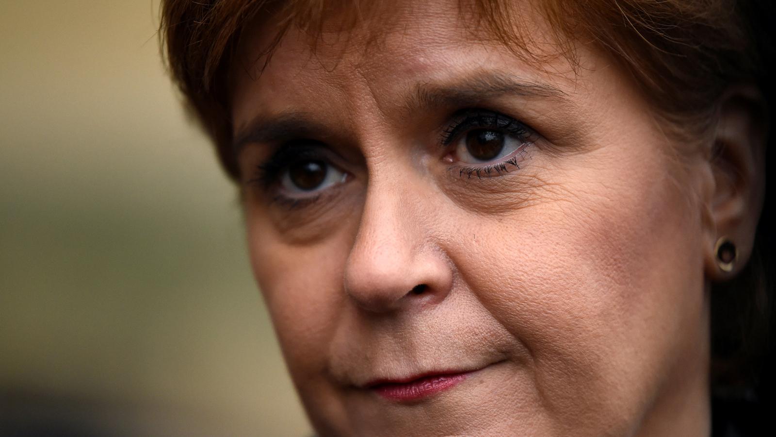 """""""El futur de Catalunya s'hauria de decidir a les urnes, i no als tribunals"""", diu Sturgeon"""