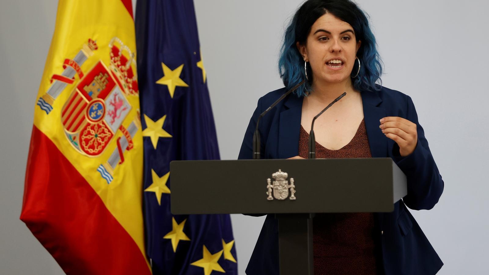 """Nerea Luis Mingueza, científica de la Universitat Carlos III, intervé durant l'acte de llançament del """"pla de xoc"""" del govern espanyol. Mingueza ha demanat que no s'aboqui els joves científics a marxar a l'estranger."""