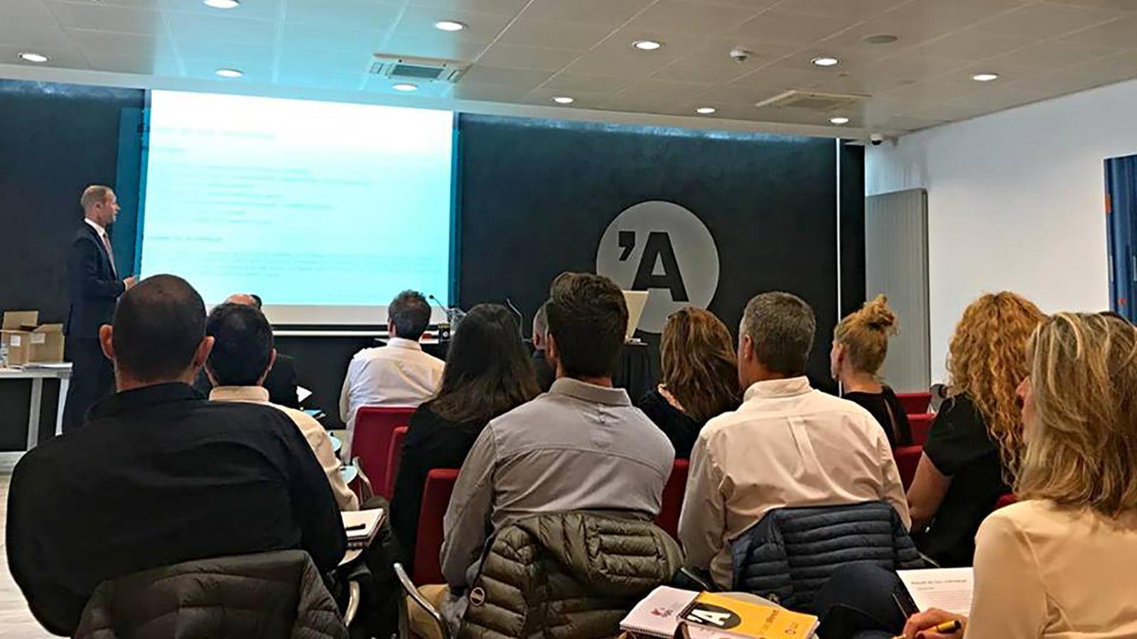 Un moment del curs pels associats de l'AGIA. / AGIA