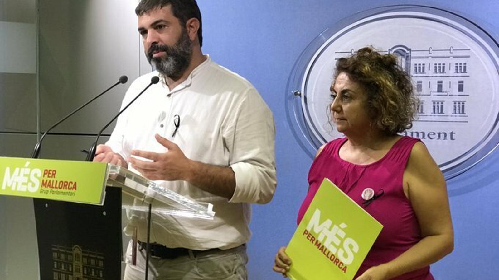 Els diputats de MÉS per Mallorca Josep Ferrà i Joana Aina Campomar