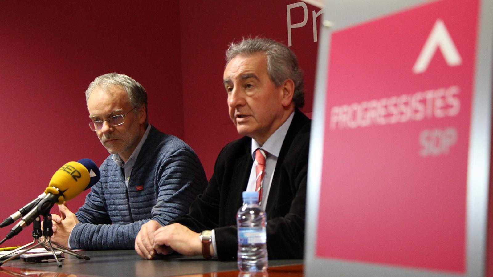 El candidat i el president de Progressistes-SDP, Josep Roig i Jaume Bartumeu, durant la roda de premsa. / M. M.