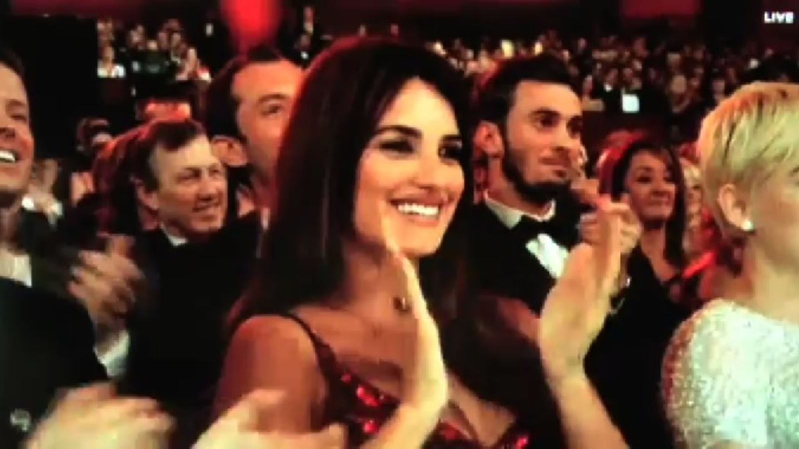 La cadena ABC va mostrar Penélope Cruz mentre Bardem i Brolin es feien un petó a la gala dels Oscars