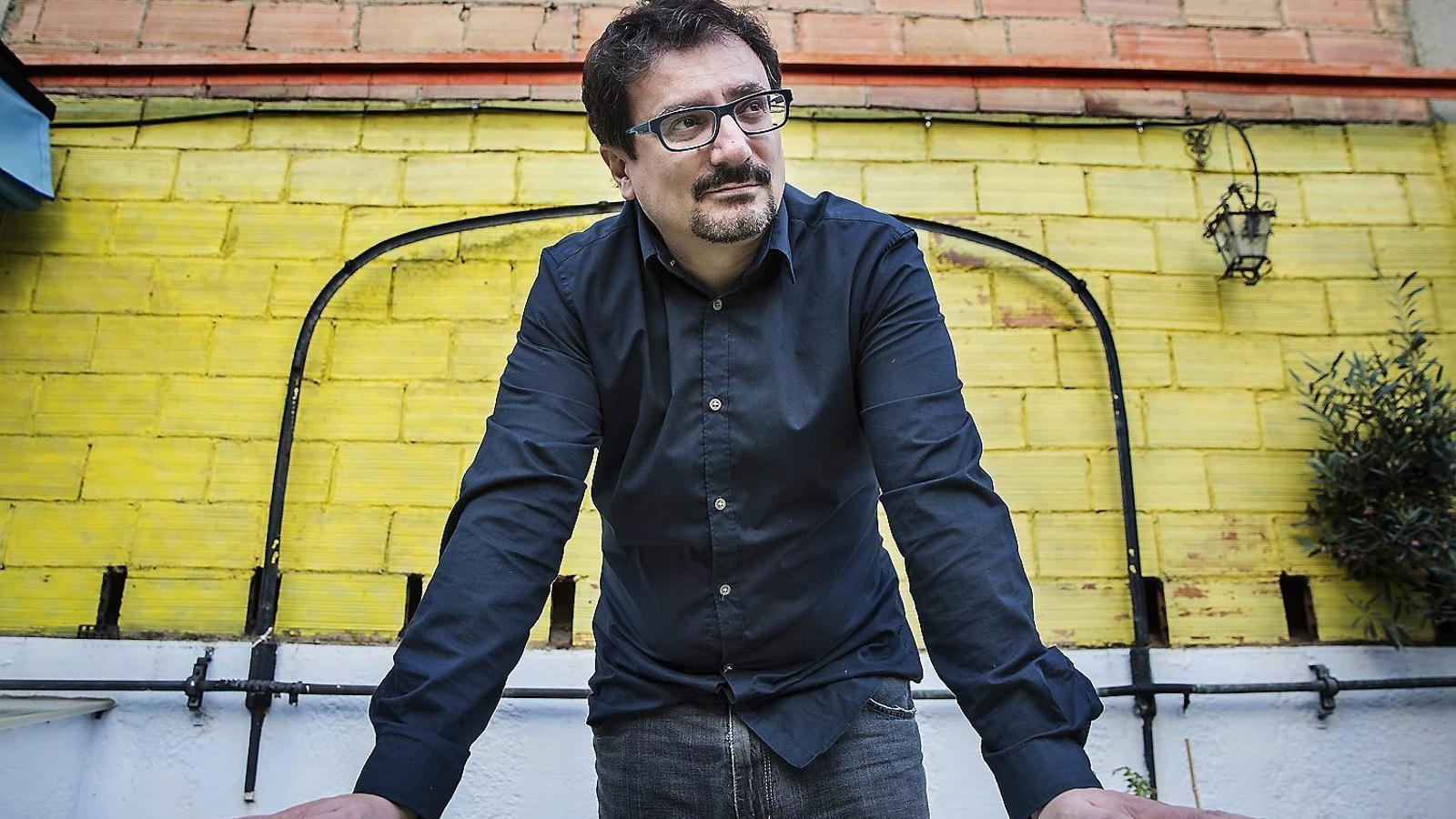 """Albert Sánchez Piñol: """"M'he especialitzat en derrotes perquè sóc català"""" Les quatre noves peripècies de Zuviría"""