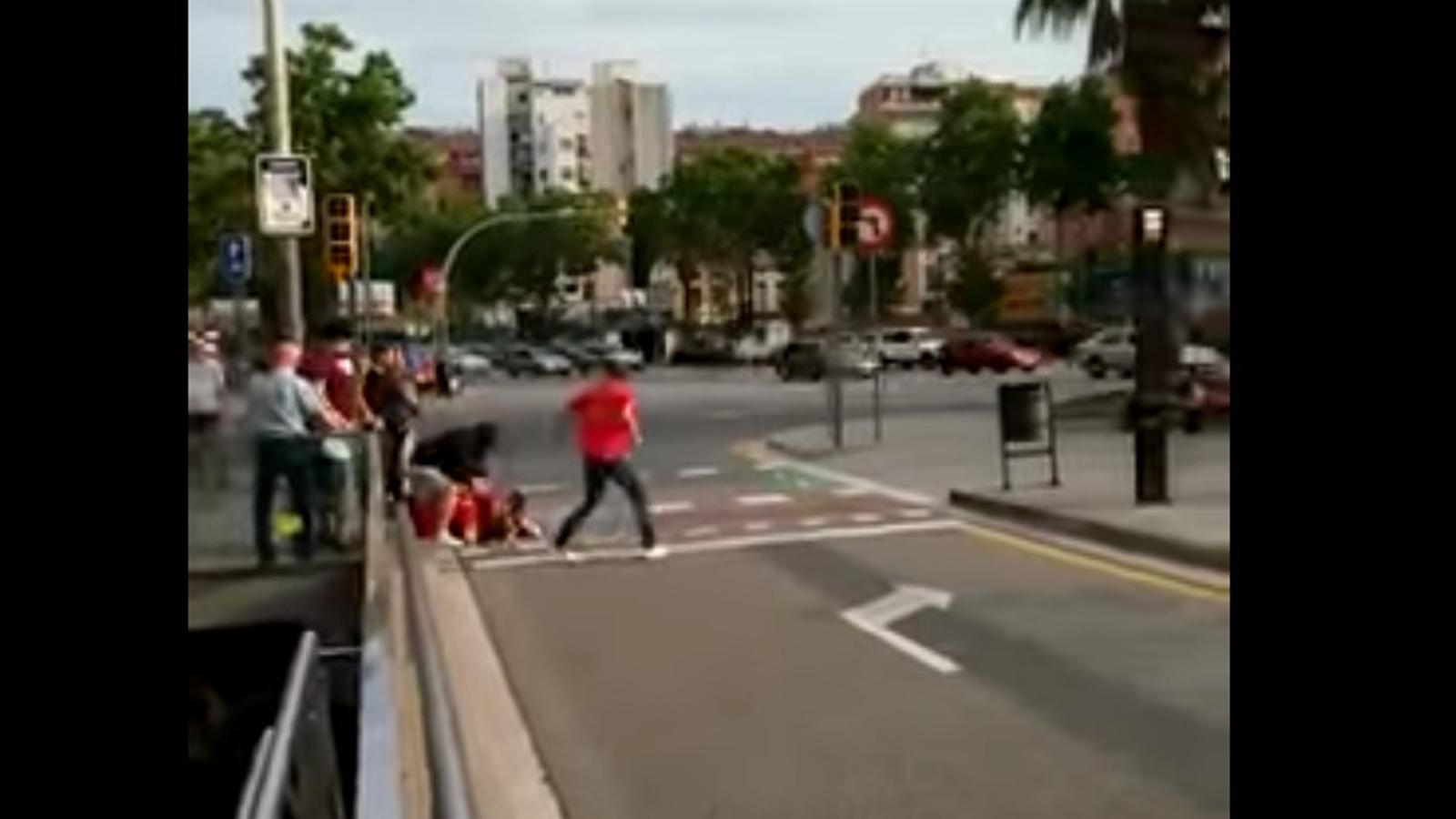 La jutge prohibeix als detinguts per l'agressió a activistes pro selecció s'acostin a cap acte de 'la Roja'