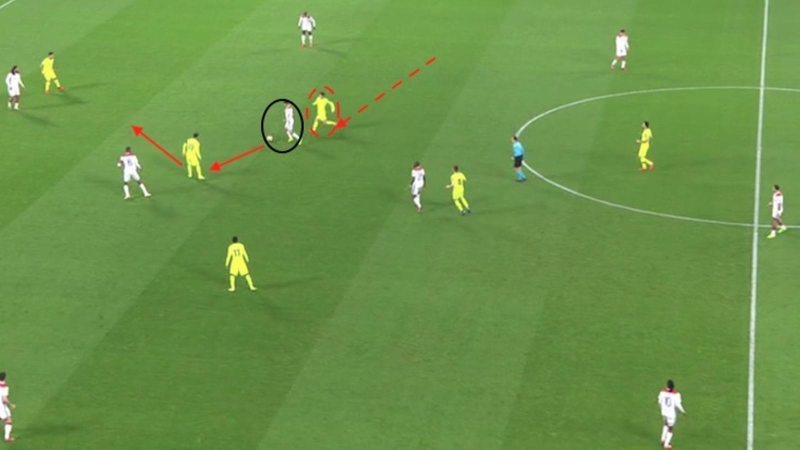 Sergi Roberto salta sobre Aouar i treu una recuperació per a Messi