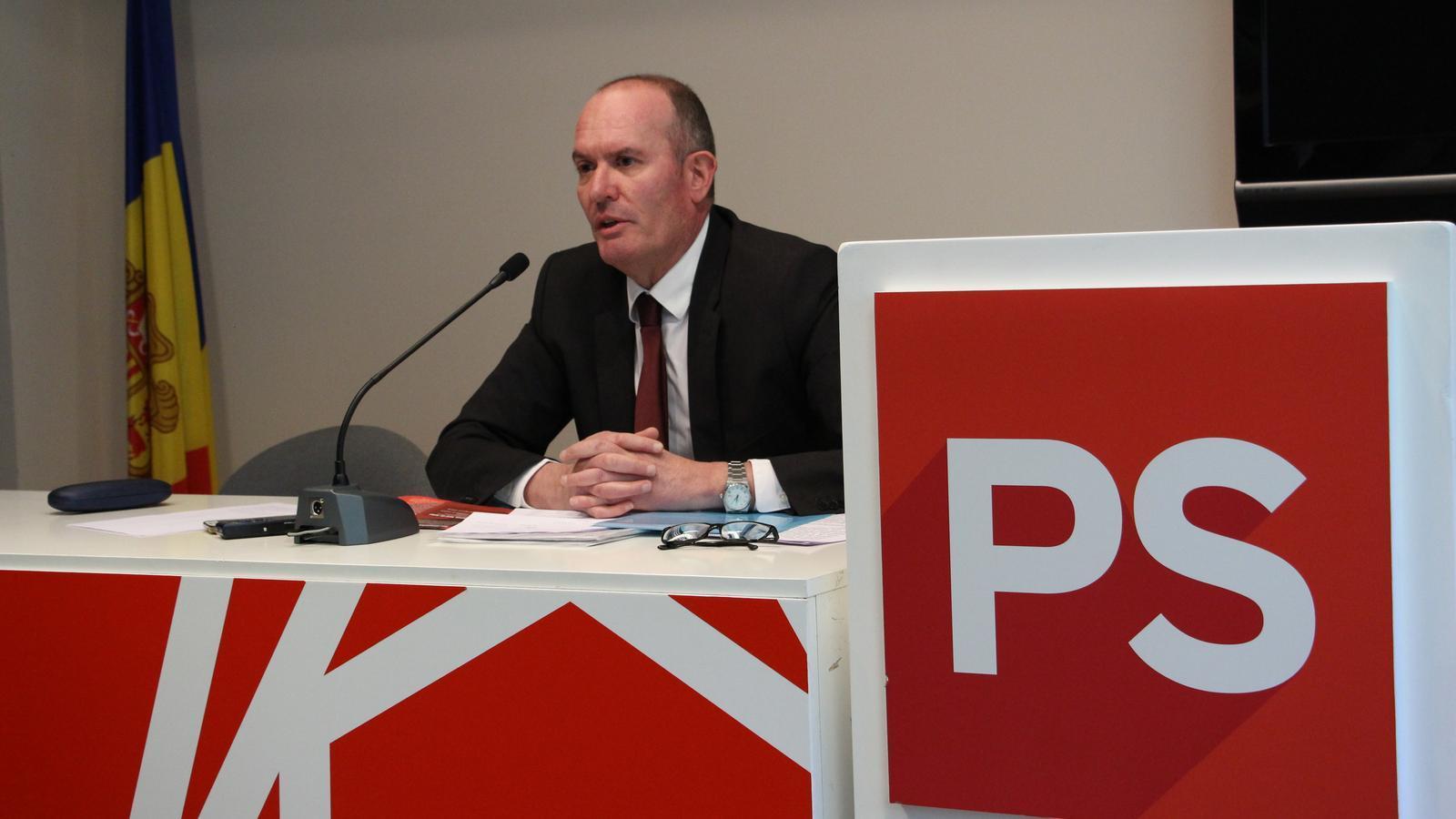 El candidat de d'Acord a Andorra la Vella, Joaquim Miró, durant la compareixença. / M. M.