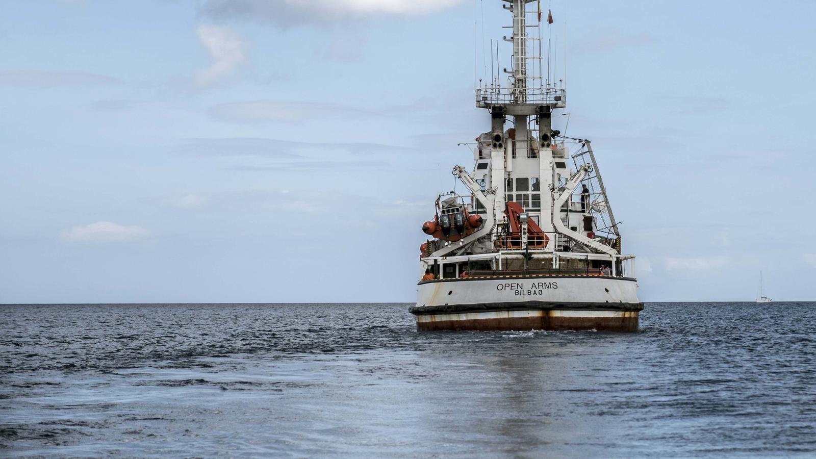 L''Open Arms' navegant en aigues del Mediterrani en la seva última missió