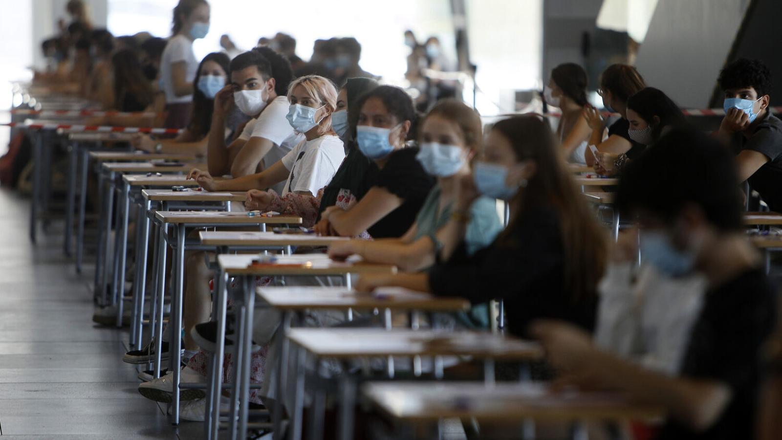 Estudiants fent la prova de la Selectivitat 2020 al Palau dels Congressos de Palma.