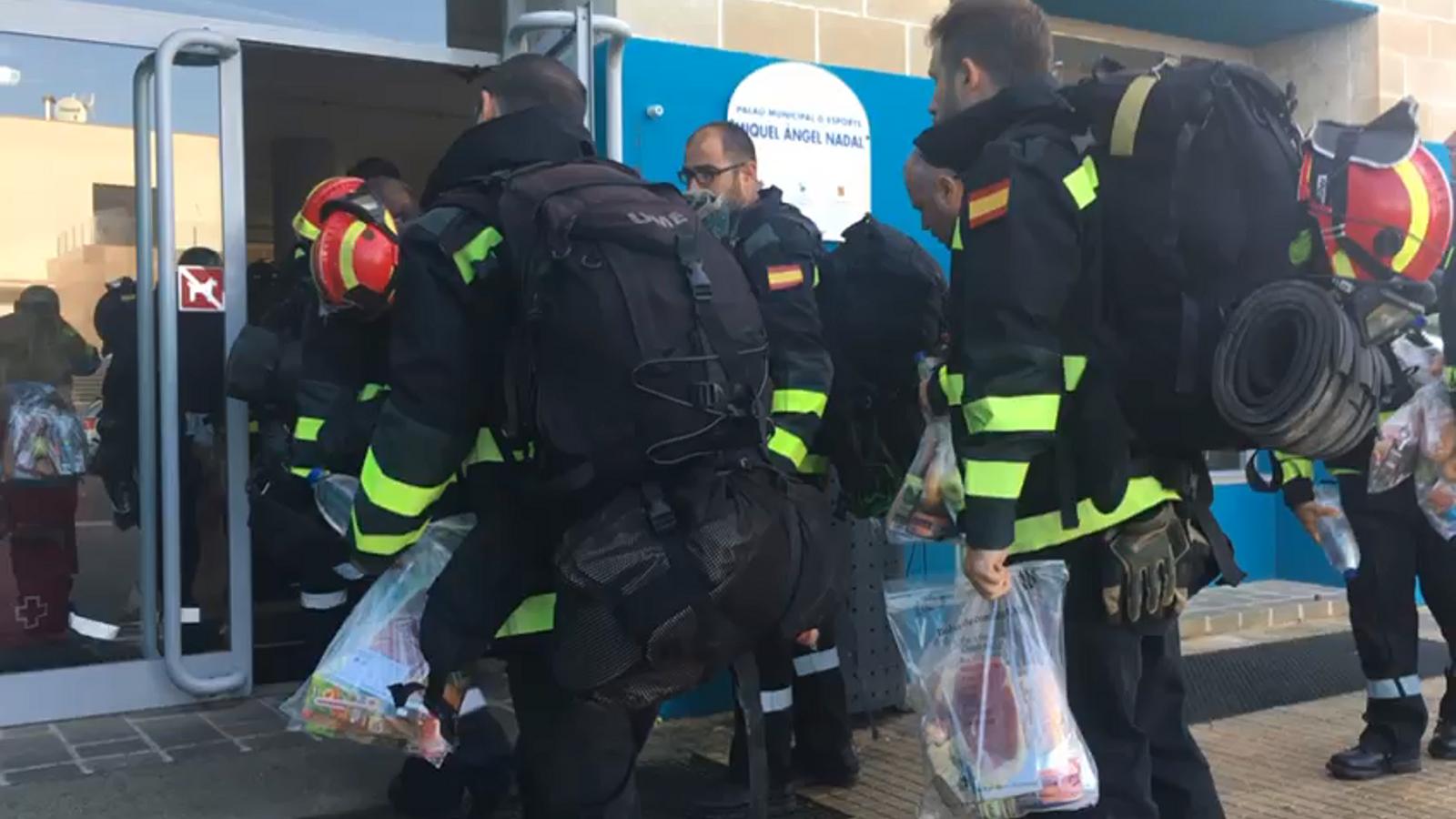 Milers de mallorquins esperen avui l'ajuda de l'exèrcit a les zones afectades