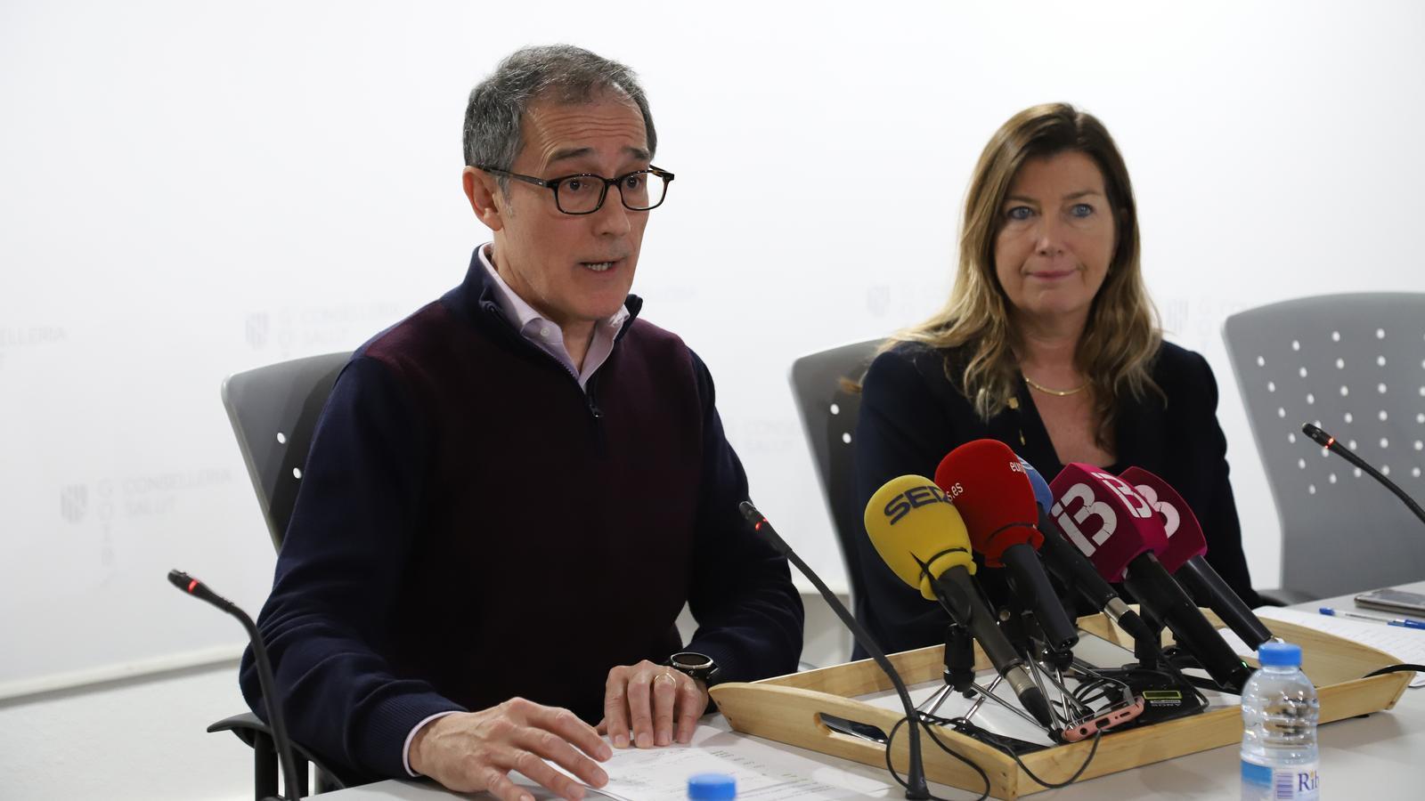 El doctor Javier Arranz i la consellera de Salut, Patricia Gómez