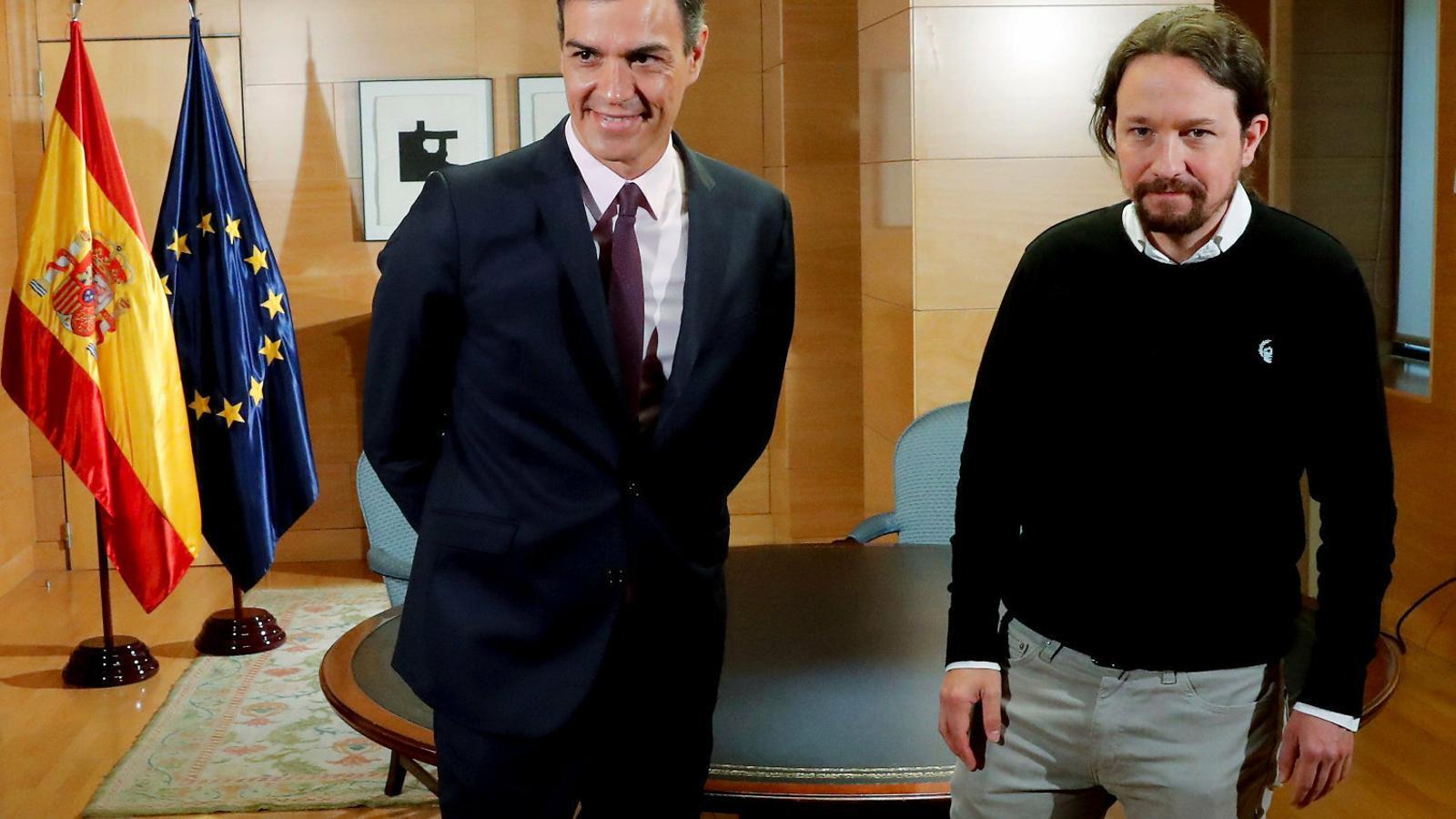 Pedro Sánchez i Pablo Iglesias durant una reunió a la Moncloa el 7 de maig.