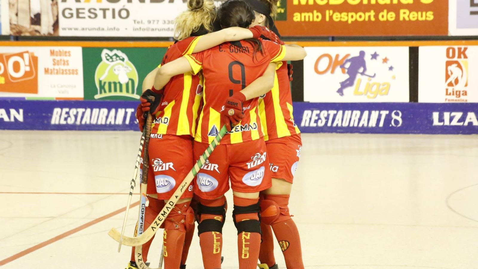 El Manlleu lidera la lliga femenina d'hoquei sobre patins després de derrotar el Voltregà al derbi