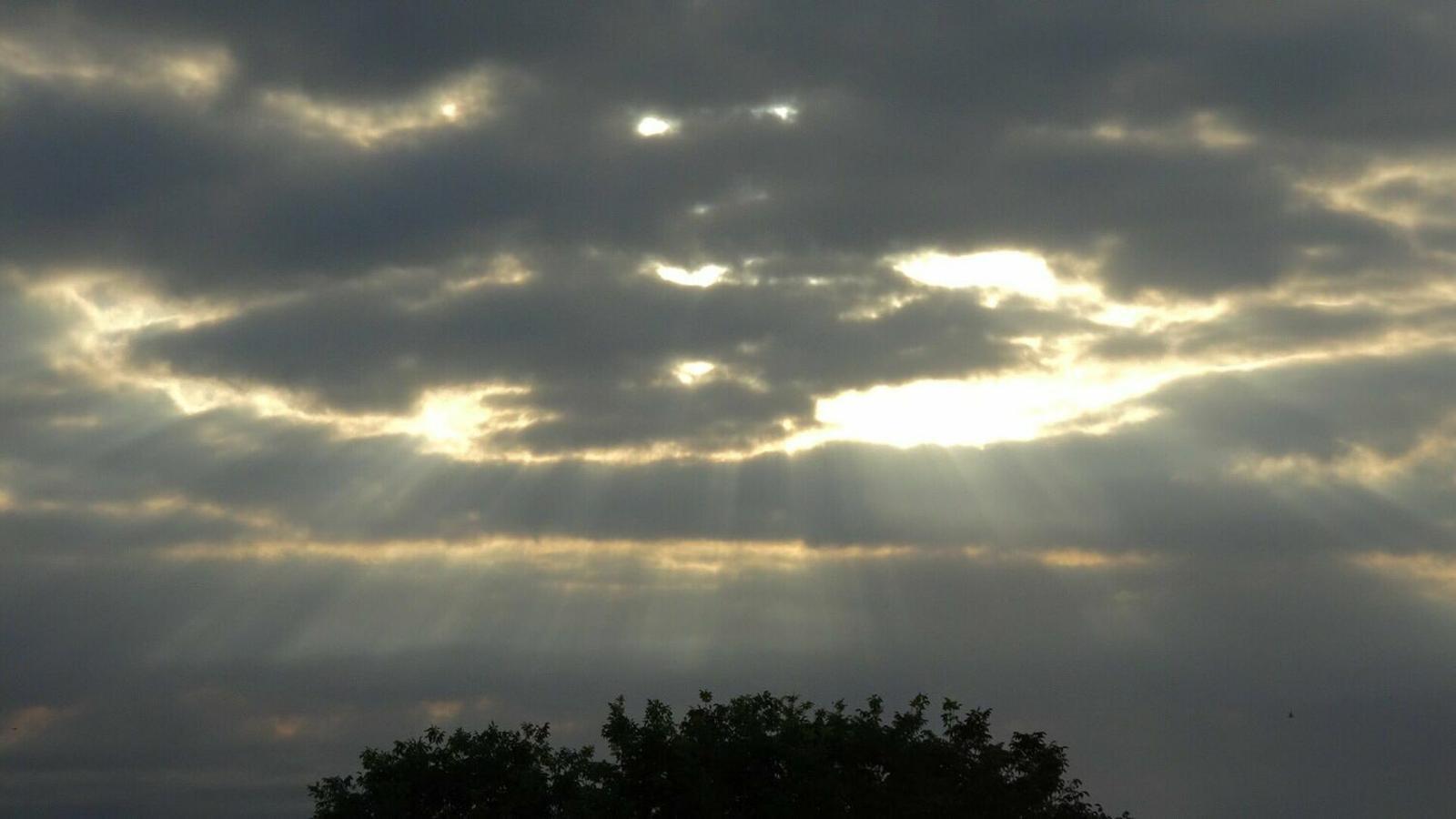 El sol guanyarà la partida als núvols a mesura que avanci el dilluns