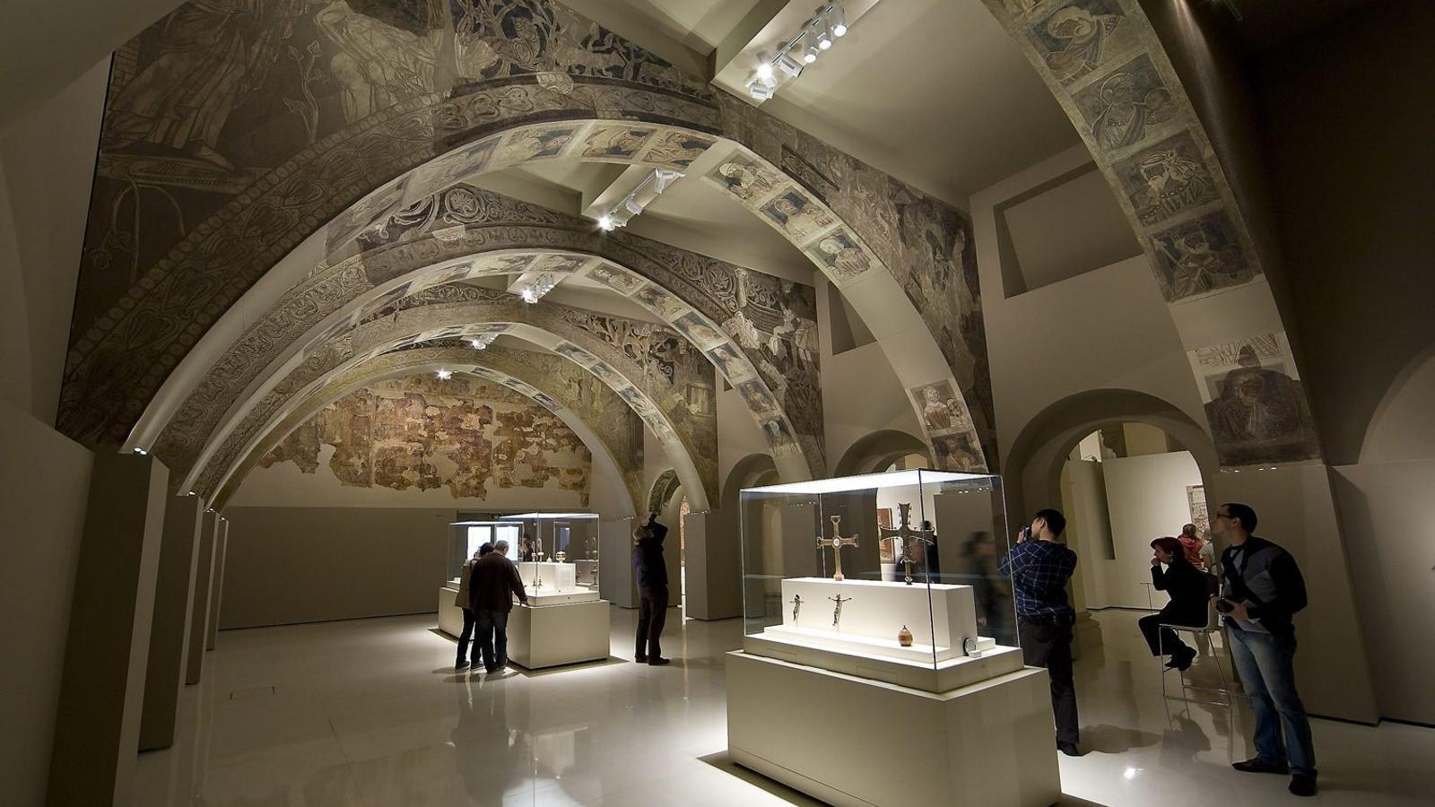 La sala del MNAC on s'exposen els murals de Sixena. Els objectes són a les reserves.