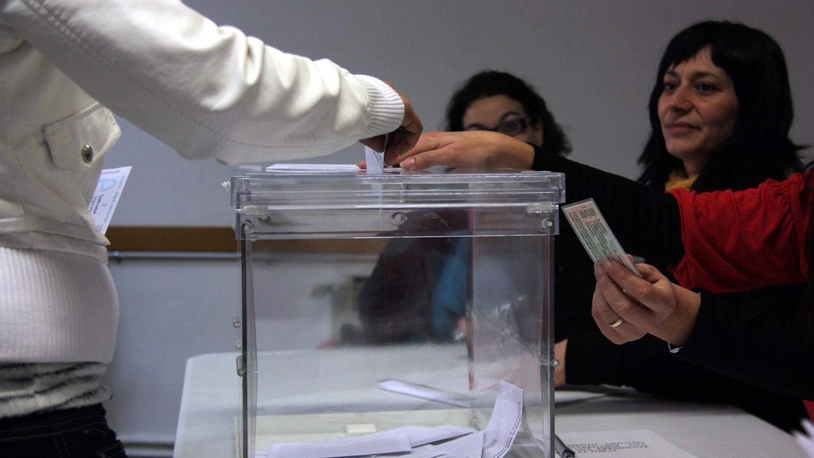 La llei de referèndum preveu que el Parlament proclami la independència d'immediat si guanya el sí l'1-O