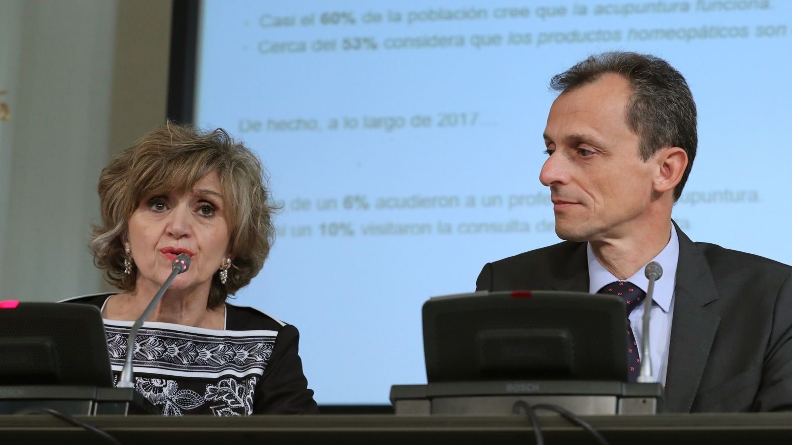 La ministra de Sanitat, María Luisa Carcedo i el ministre de Ciència, Pedro Duque aquest dimecres