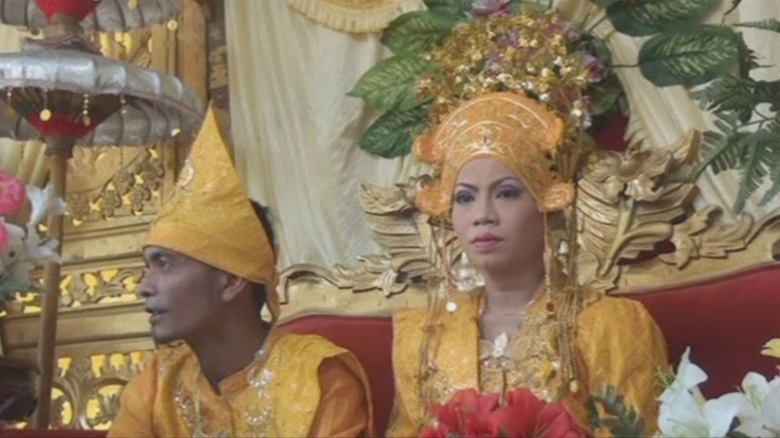 Casament i celebració sobre elefants a Indonèsia