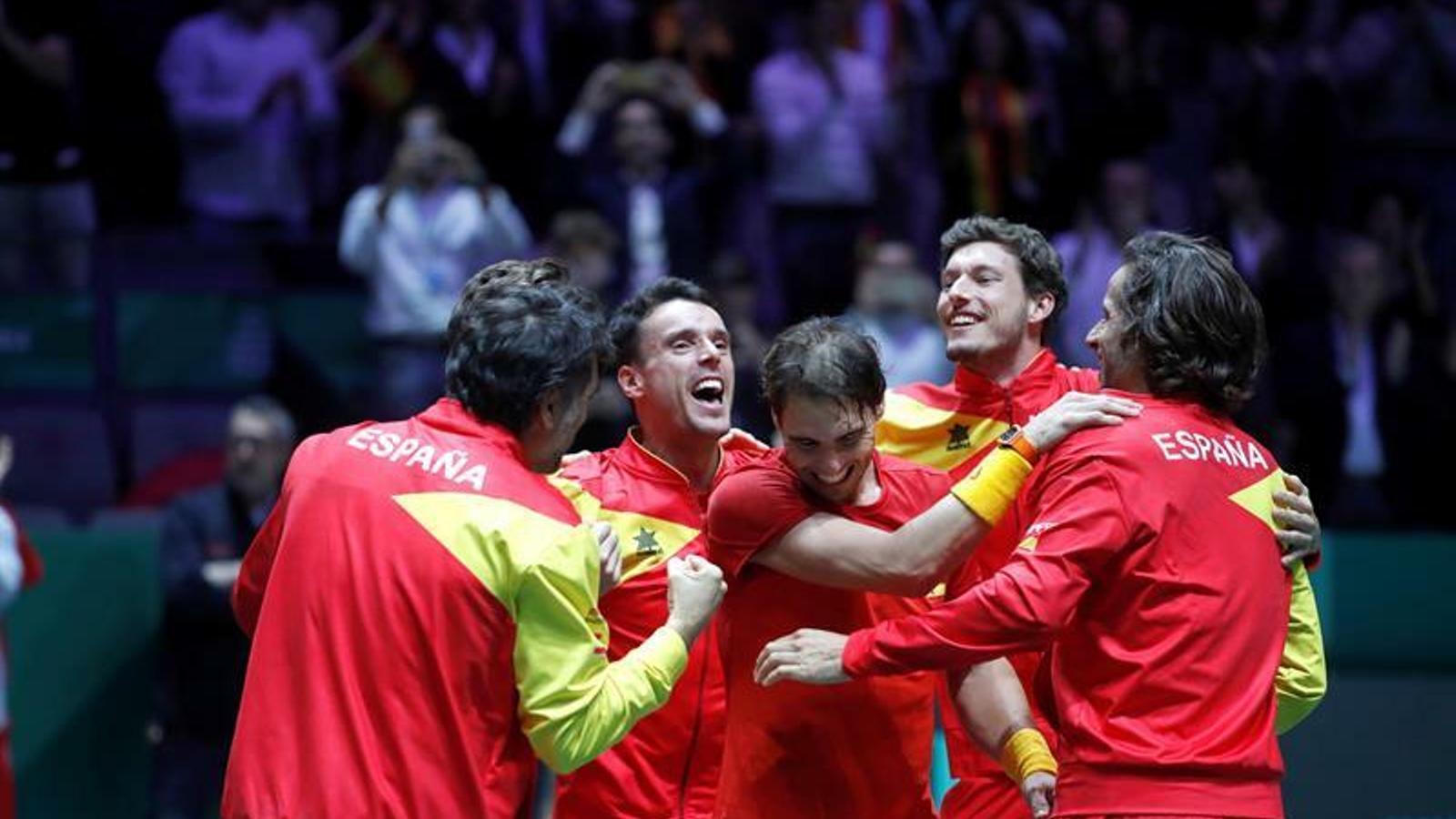 L'equip espanyol de Copa Davis celebra la victòria de Nadal i la sisena Copa Davis