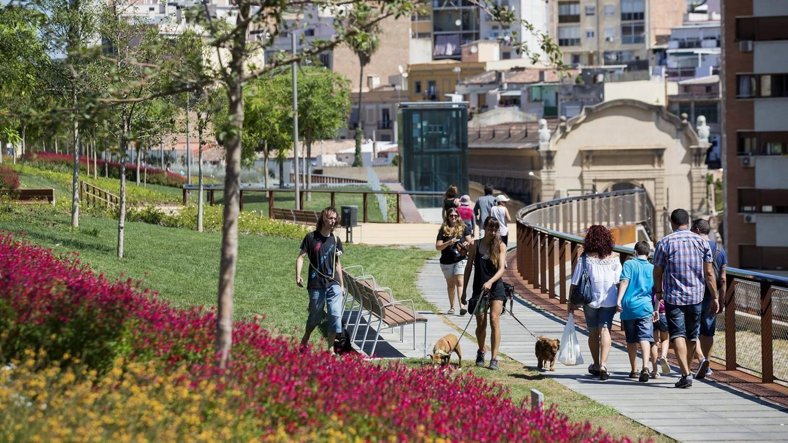 01. Els Jardins de Sants, inaugurats dissabte passat. 02. El Parc del Poblenou, que es va estrenar el 1992, abans dels Jocs.