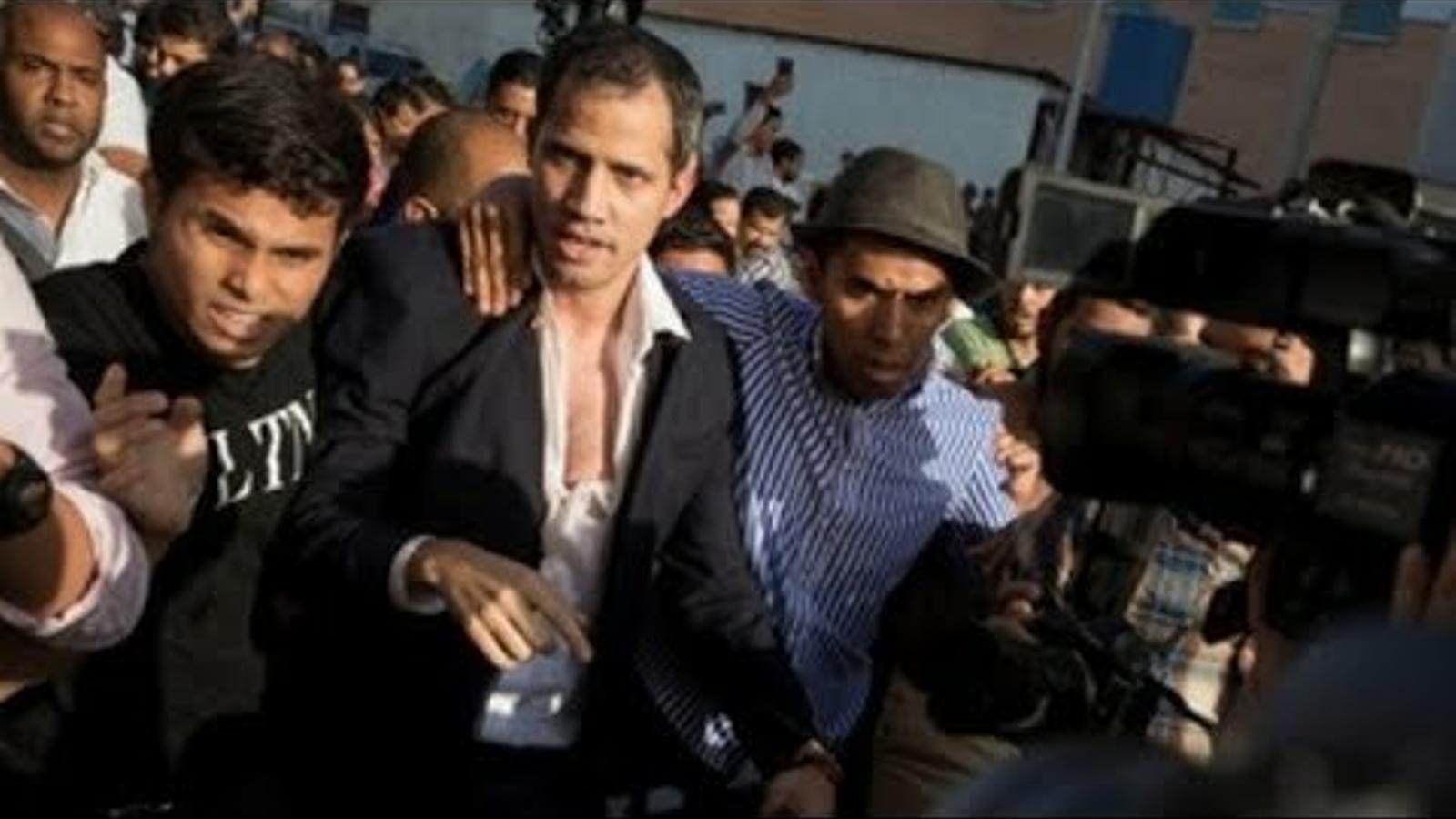 Caos a l'aeroport de Caracas per l'arribada de Guaidó.