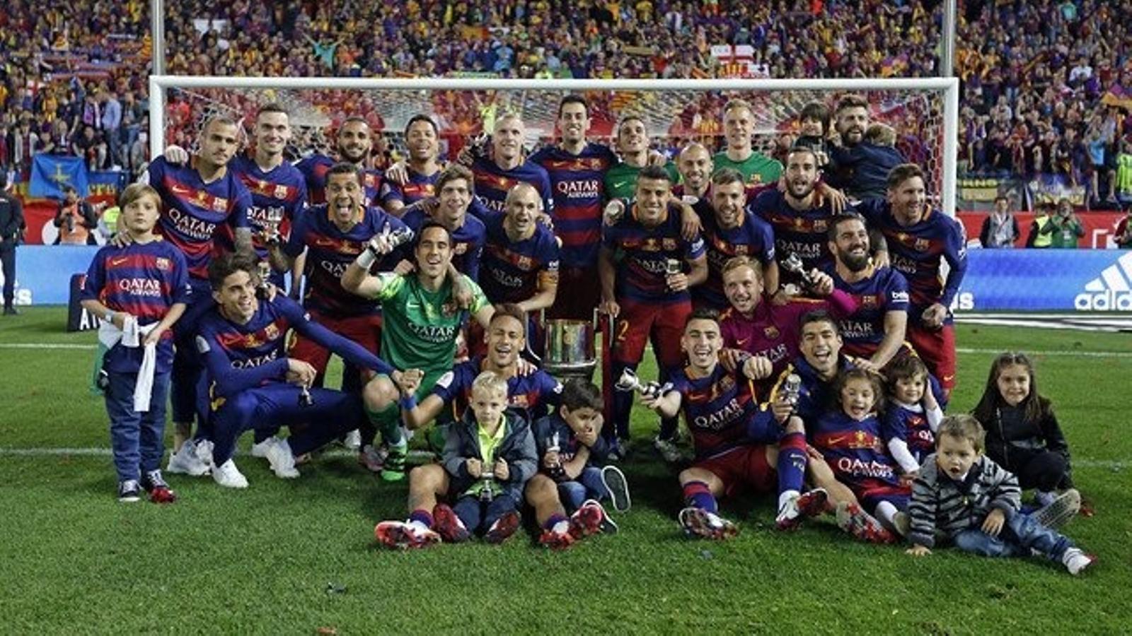 Els jugadors del Barça celebrant la victòria a la Copa del Rei